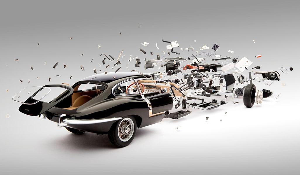 Exploderende auto's op de foto