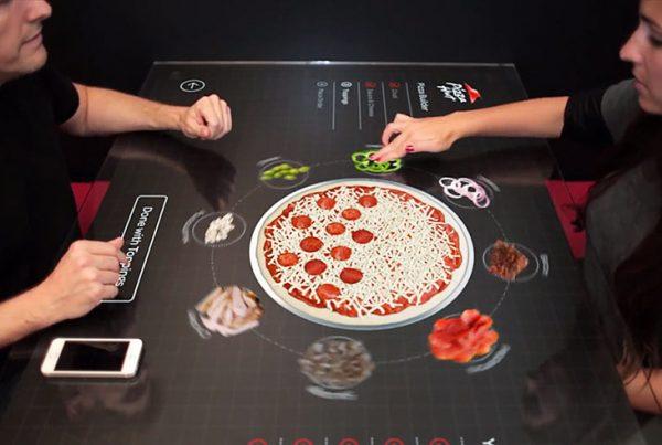 pizza met touchscreen samenstellen en bestellen